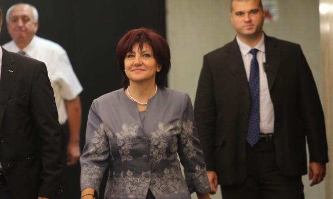 Машини във всяка секция за парламентарния вот, обеща Караянчева