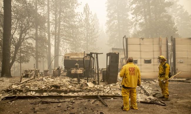 Десетки хиляди евакуирани, заради пожарите в САЩ