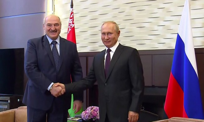 Путин: Беларусите трябва да се справят сами без намеса!