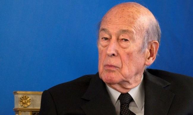 Бившият френски президент Жискар Д`Естен приет в болница