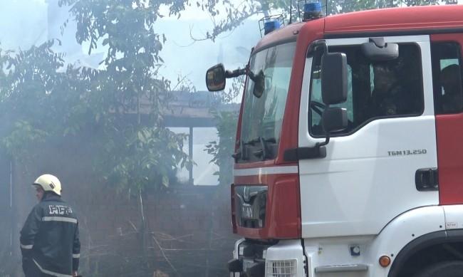 Потушиха пожара в Захарния комбинат в Пловдив