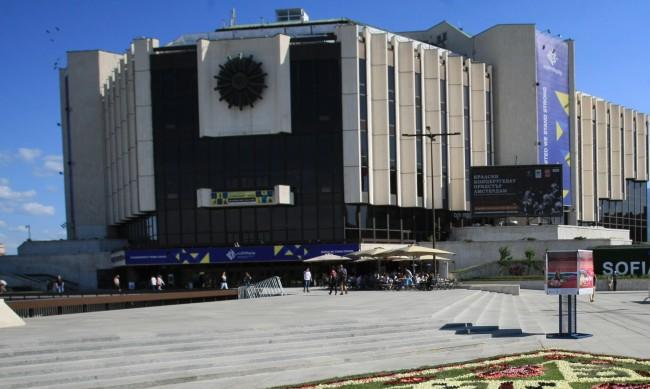 Залите в НДК ще са с 50% заетост заради коронавируса