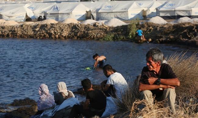 """Арестуваха петима бежанци за пожара в """"Мория"""""""