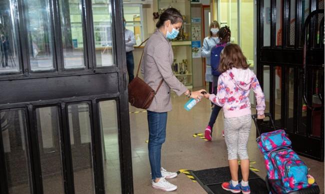 338 деца в Каталуния под карантина на втория учебен ден