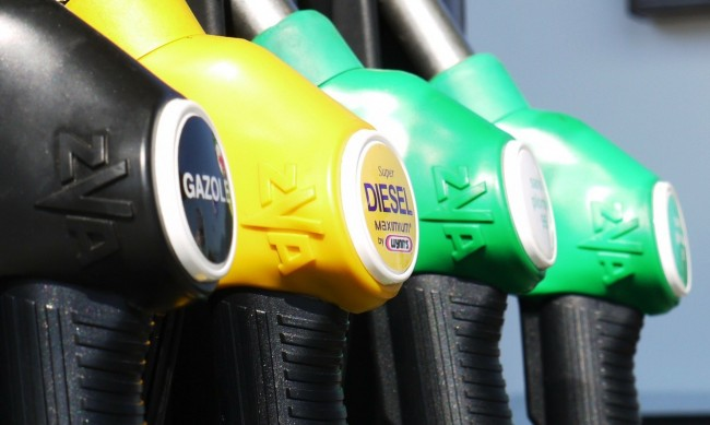 Цените на петрола леко се покачиха