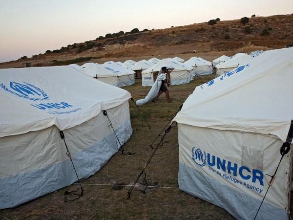 Пожар е избухнал снощи край бежанския лагер на гръцкия остров