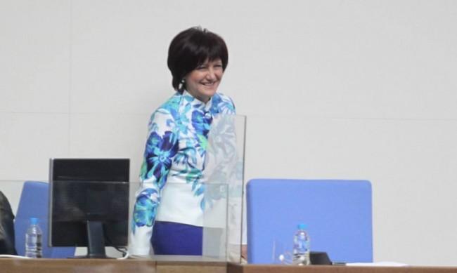 БСП и ДПС искат оставката на Караянчева, тя: Няма да подам!