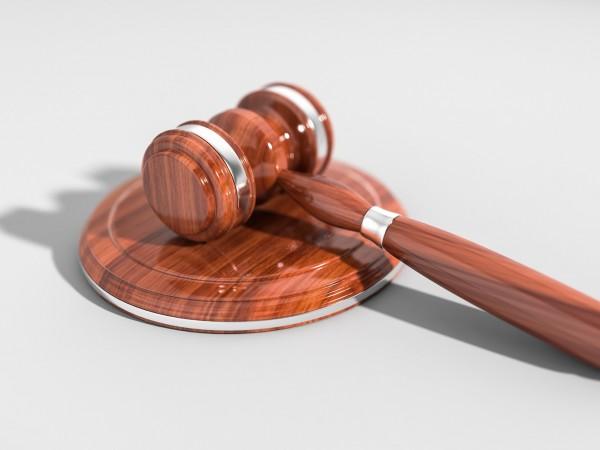 42-годишна жена отива на съд за измама. Престъплението е извършено