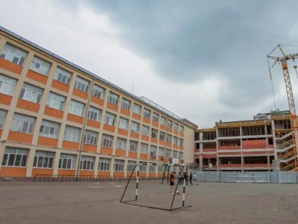 Няма опасност столичното 55-то училище да бъде затворено след установените