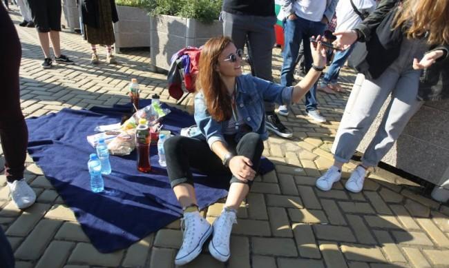 71-ви ден на протести: Шествие в София, тикви на площад в Пловдив