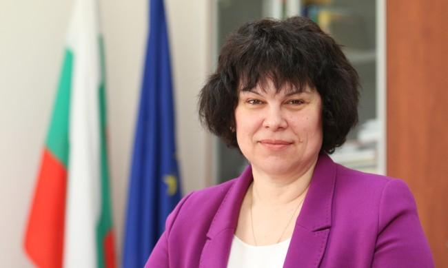 Таня Михайлова: Не планираме затваряне на училищата