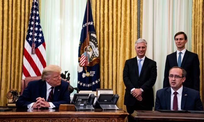 Косово дава най-голямото си отличие на Тръмп