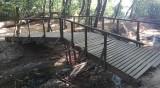 Helpbook алармира: Рушащ се дървен мост пред столичния басейн Дианабад