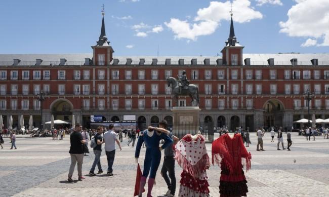 Части от Мадрид са поставени под строга карантина