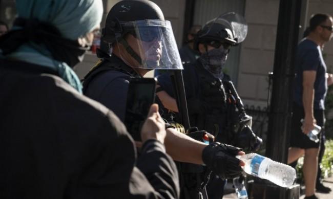 Двама убити при стрелба на дворно парти в щата Ню Йорк