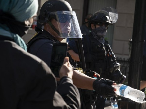Двама души бяха убити, а 14 ранени при стрелба по