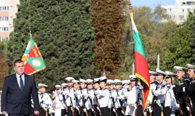Каракачанов: Младите разбират, че армията е добра перспектива