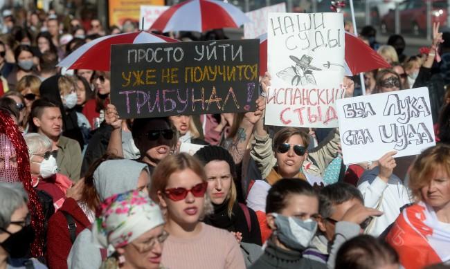 Стотици арестувани по време на женски протест срещу Лукашенко