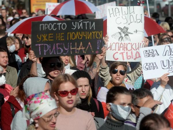 Беларуските сили за борба с безредиците задържаха днес в Минск