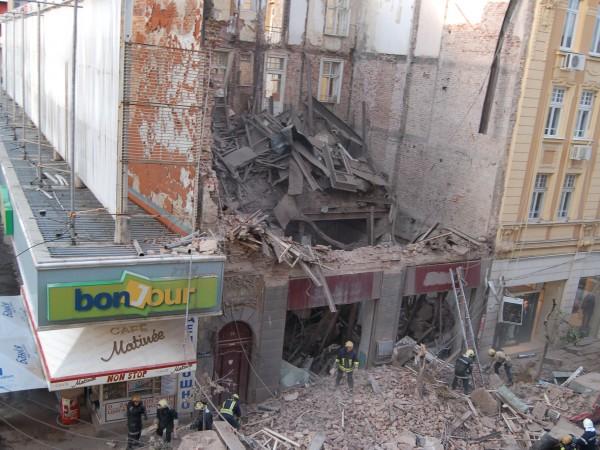 Вече измина над десетилетие след като под руините на рухнала