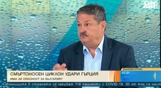 Три жертви, наводнения, щети - ще достигне ли България бурята