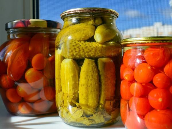 Буркан кисели краставички домашно производство излиза около 1,35-1,40 лв. Това