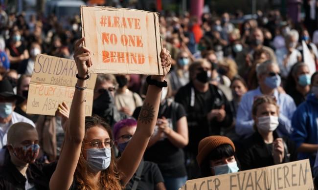 Протести в Берлин в защита на бежанците от Мория