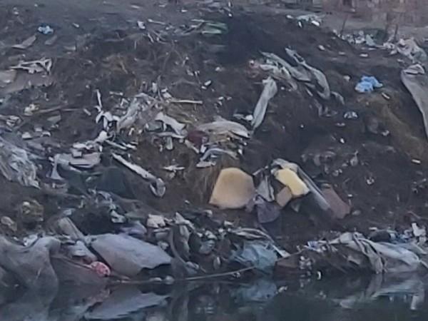 """Изчистиха 85 тона отпадъци от незаконно сметище в """"Шекер махала"""""""