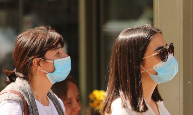 Липсва контрол върху качеството на маските, какво носим?