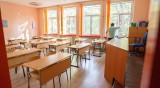Децата на училище засега, може да се мине и на електронно обучение