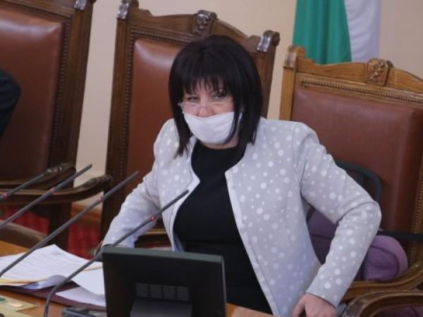 Председателят на парламента Цвета Караянчева честити Деня на Независимостта в