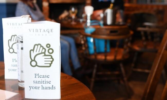 Ресторанти, барове и пъбове в Англия затварят в 22.000 ч.