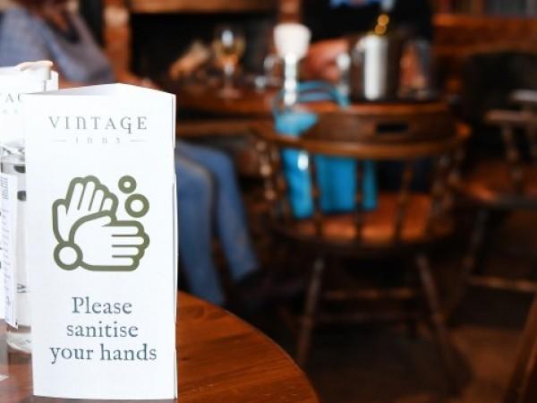 Всички ресторанти, барове и пъбове в Англия ще затварят по-рано,