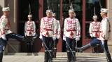 В кадър: Тържествена смяна на гвардейския караул пред президентството