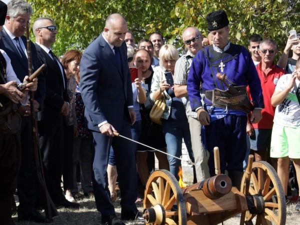 При посещението си в Бояджик президентът Румен Радев коментира освобождаването