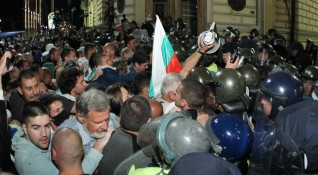 Комисар Хаджиев: Протестите пред парламента са нерегламентирани