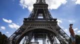 Бомбена заплаха отцепи района около Айфеловата кула