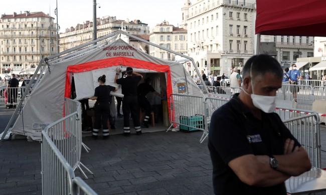 Франция напълно затвори барове и ресторанти в Марсилия
