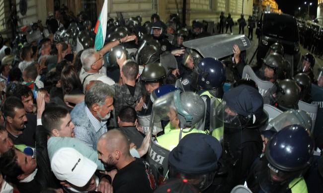 15% от полицаите на протестите командировани от провинцията