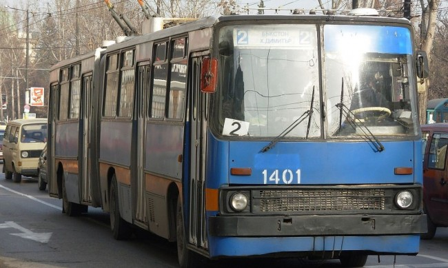 "Старите тролеи ""Икарус"" в София излизат в пенсия"