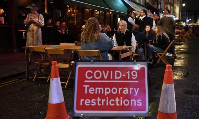 Във Великобритания проследяват COVID-19 с мобилно приложение