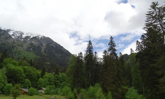 Николова иска: Хижи, пещери и туризъм в четири сезона
