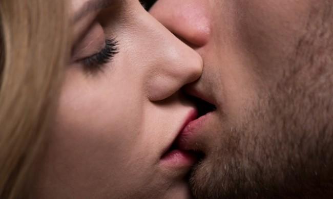 Как целувките ни правят по-здрави?