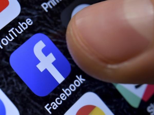 Интернет компанията Facebooк заяви, че е премахнала три мрежи от