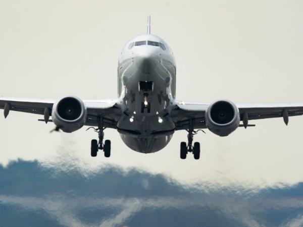 Клиентите на авиокомпаниите искат прозрачни пластмасови бариери в самолетите, за