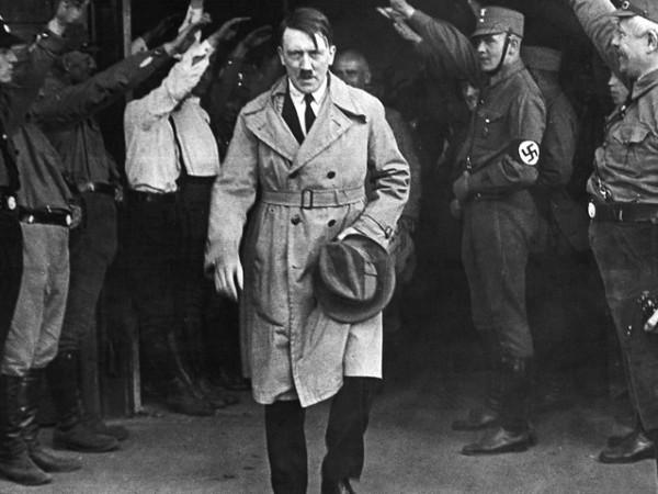 През пролетта на 1943 година Адолф Хитлер отива в Норвегия