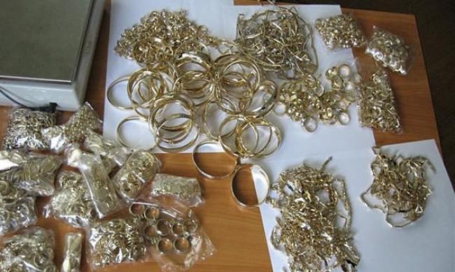 Митничари задържаха кило златни накити на Лесово