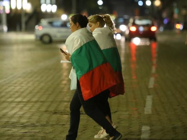 За 79-а вечер поред протестиращи се събират в центъра на