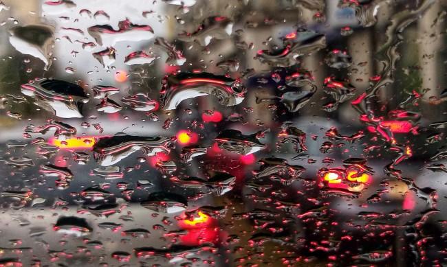 Опасно силен вятър, ще вали в Западна и Централна България