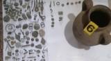 Заловиха стотици незаконно съхранявани антични предмети